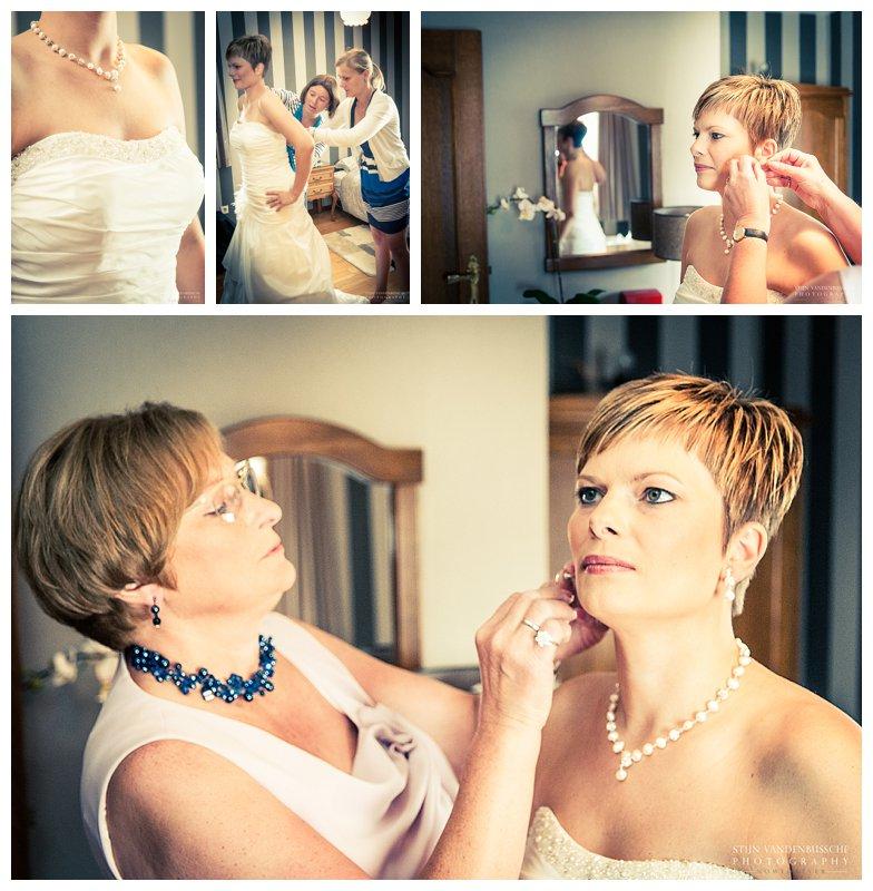 Trouwfotos BRam en Christel_0008 bruid doet trouwkleed aan
