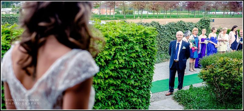 pap ziet voor eerste keer de bruid